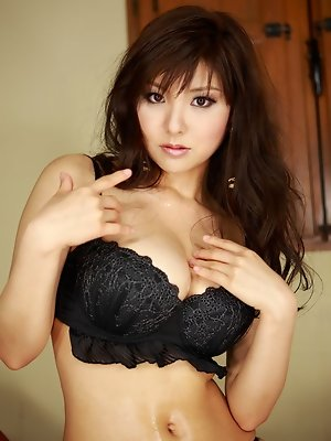 Gorgeous gravure idol can...